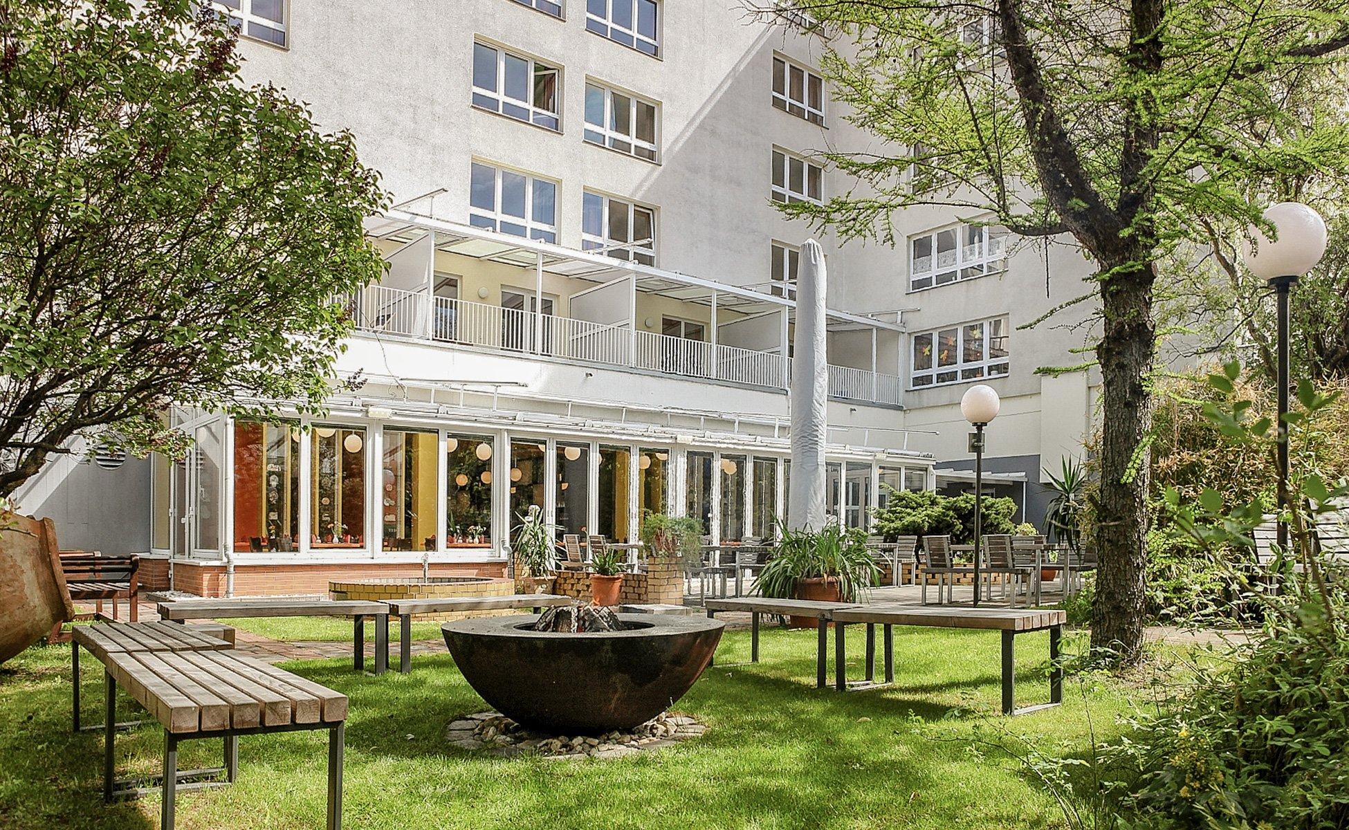 Hotel Grenzfall Garten mit Feuering