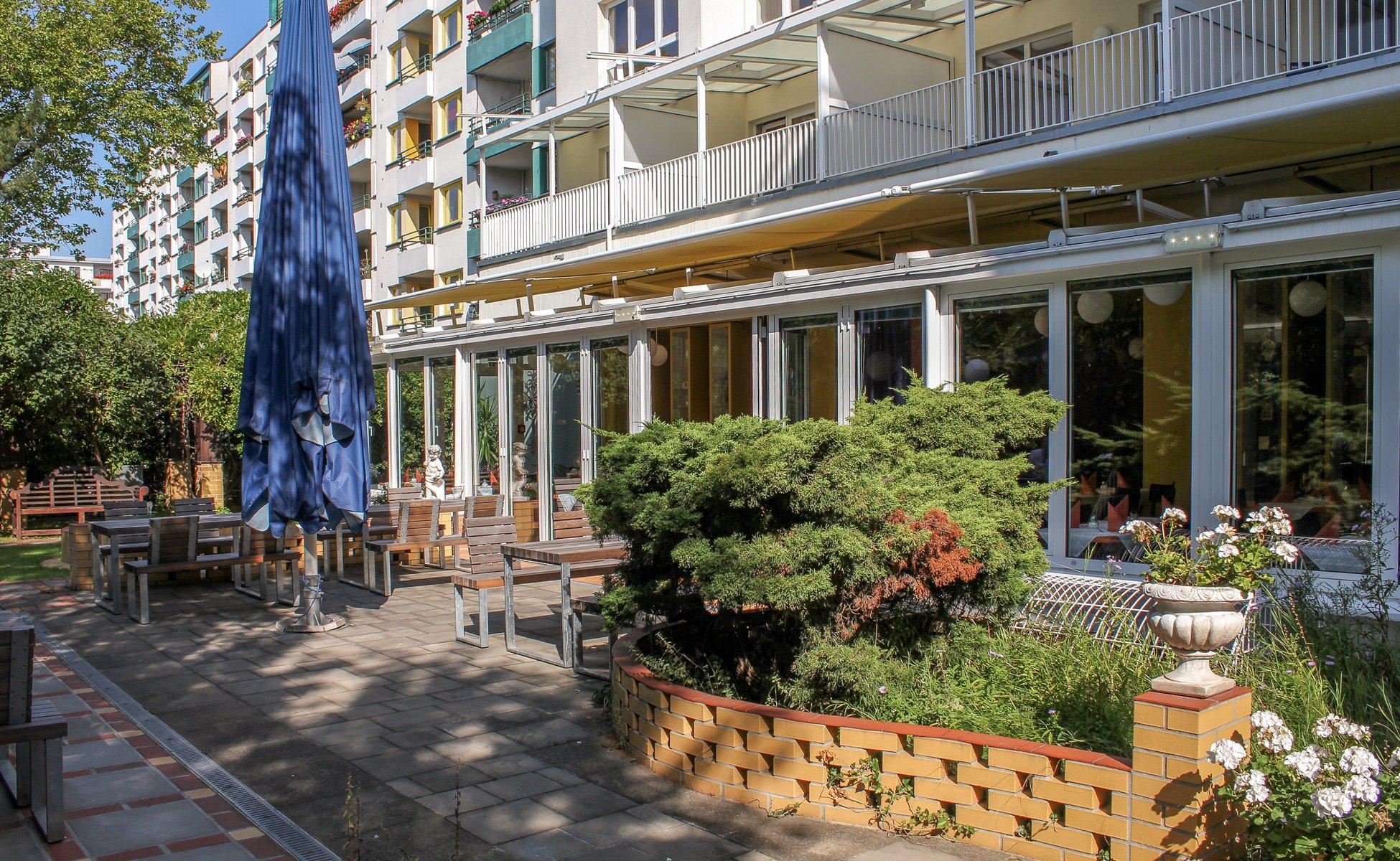 Hotel Grenzfall Garten mit Terrasse Restaurant