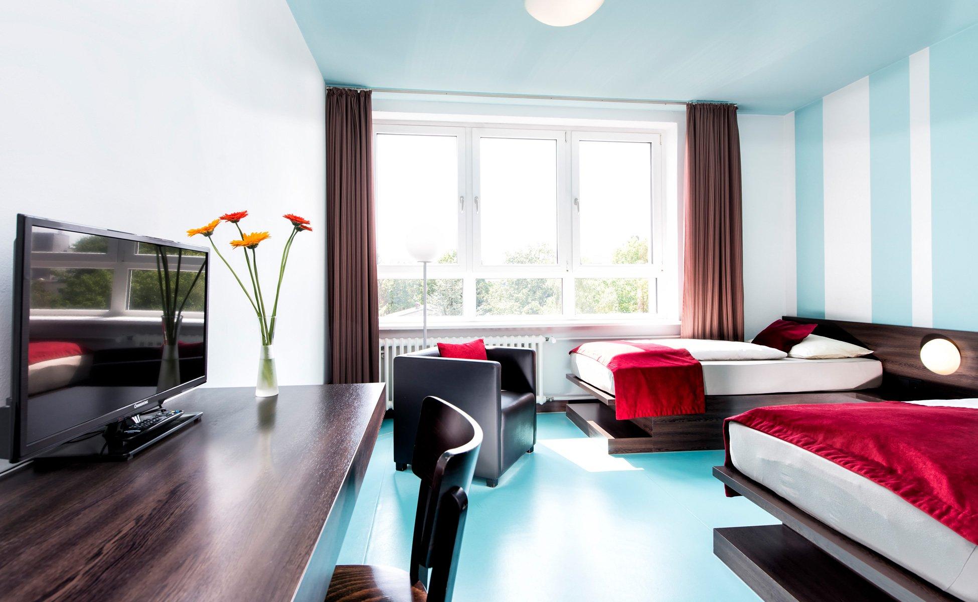 Hotel Grenzfall Klassik-Zimmer Gesamtansicht mit TV