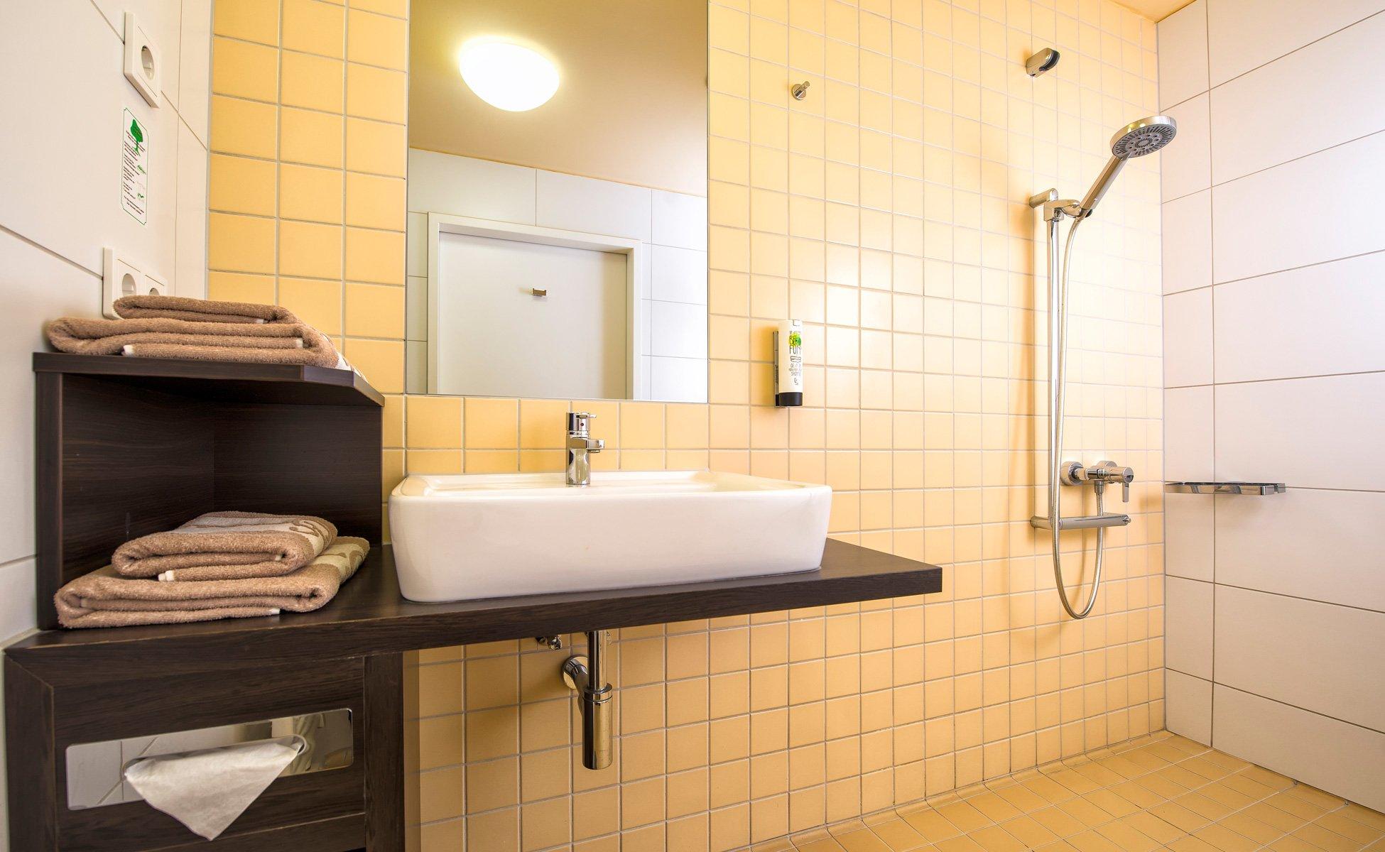 Hotel-Grenzfall Zimmer-Gartenblick barrierefreies Bad