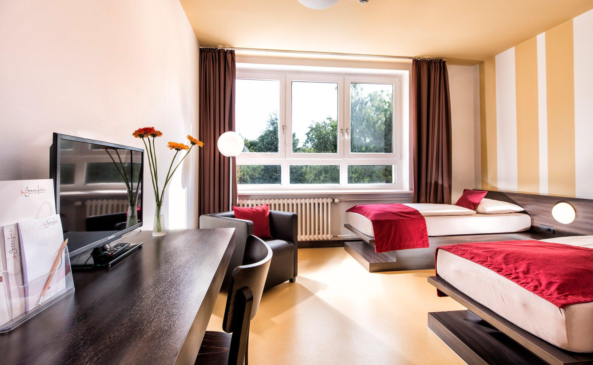 Hotel-Grenzfall Zimmer-Gartenblick Gesamt mit TV
